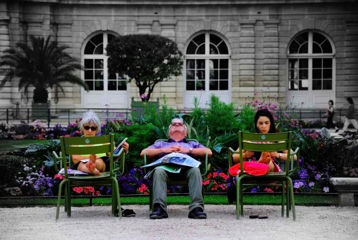 World PescArt Photo - Lire Au Parc, Paris, France