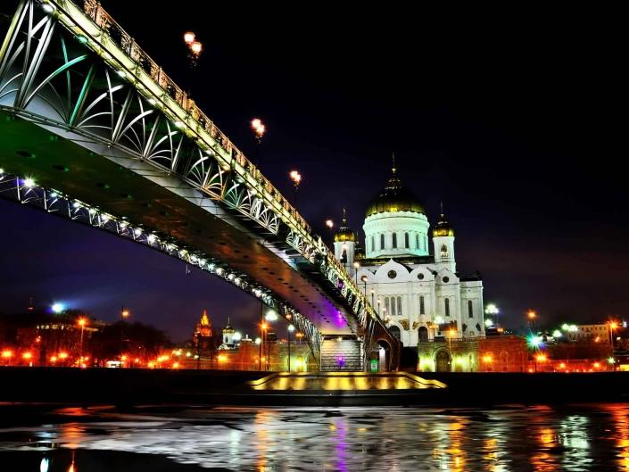 World PescArt Photo - Under the Bridge, Moscow, Russia
