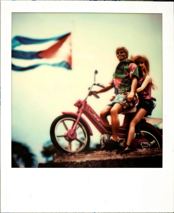 Barbie Around the World Polaroid Camaguey