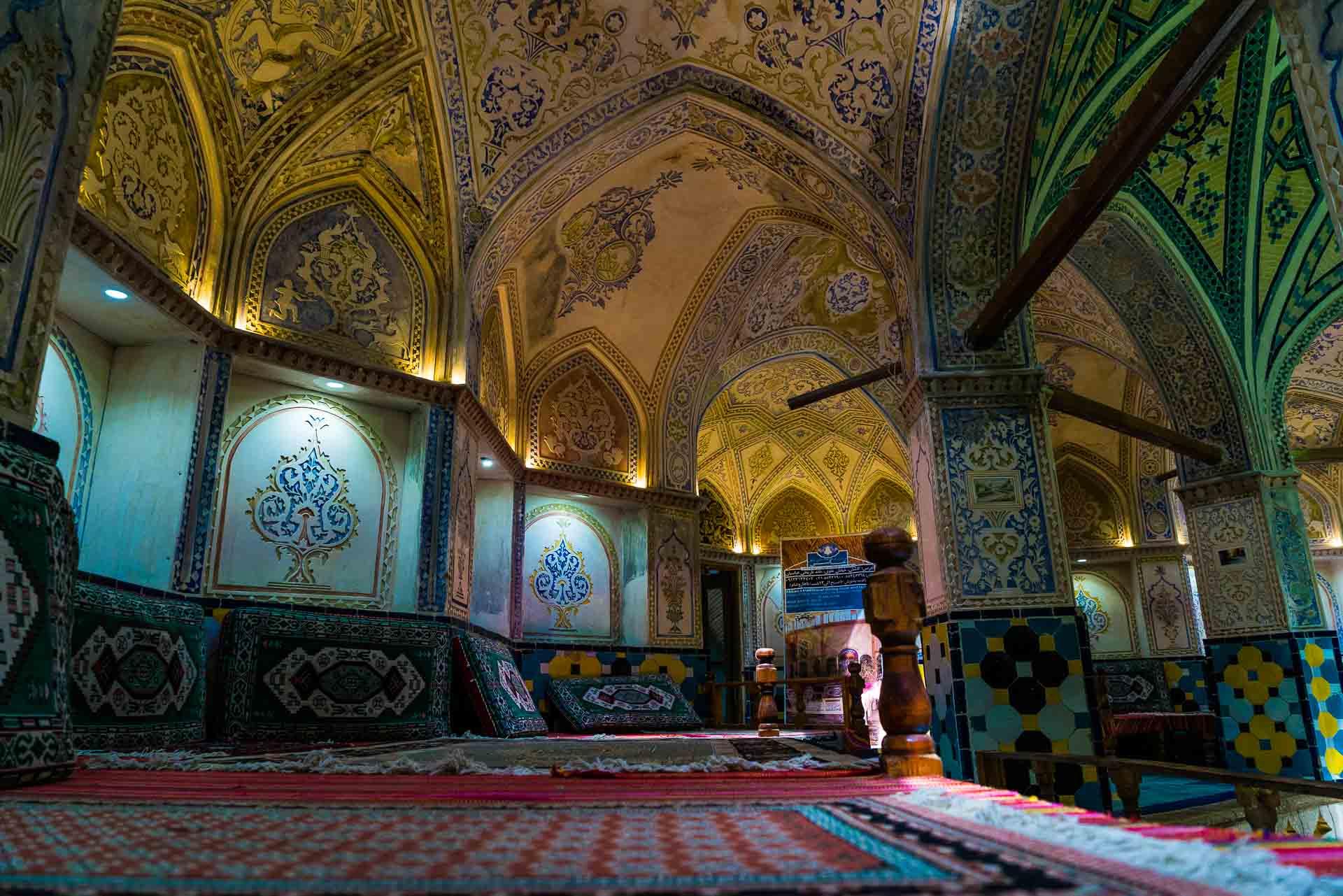 Sultan Amir Ahmad Bathhouse seats, kashan, iran, pescart, photo blog, travel blog, blog, photo travel blog, enrico pescantini, pescantini