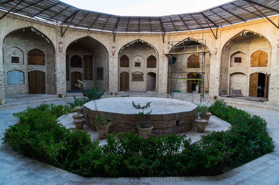 Iran – Caravanserai Zeinodin: a magical and historical hotel in the Silk Way