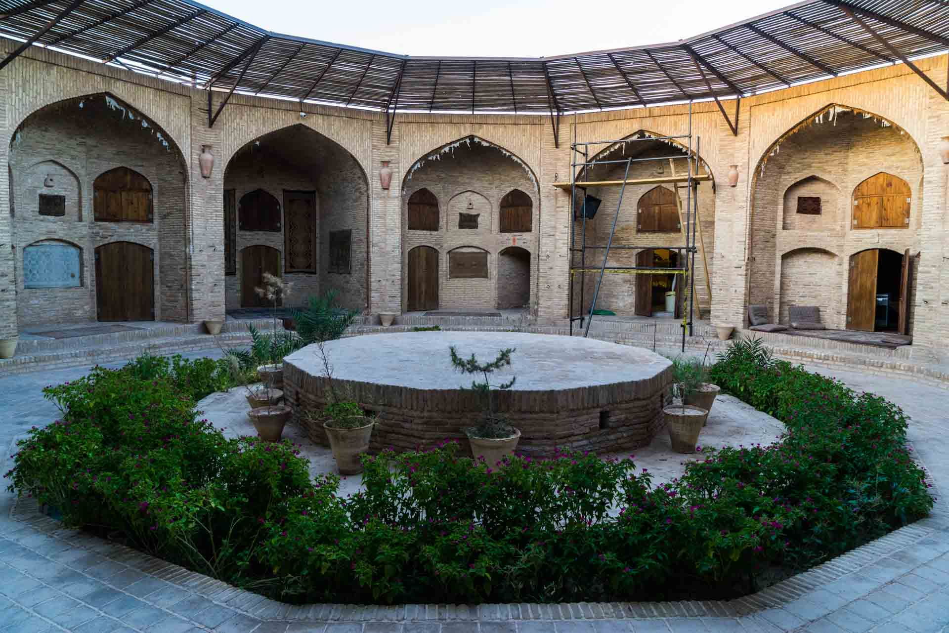 Caravanserai Zeinoddin Courtyard, caravanserai, caravanserai zeinodin,caravanserai zeinoddin, iran, pescart, photo blog, travel blog, blog, photo travel blog, enrico pescantini, pescantini