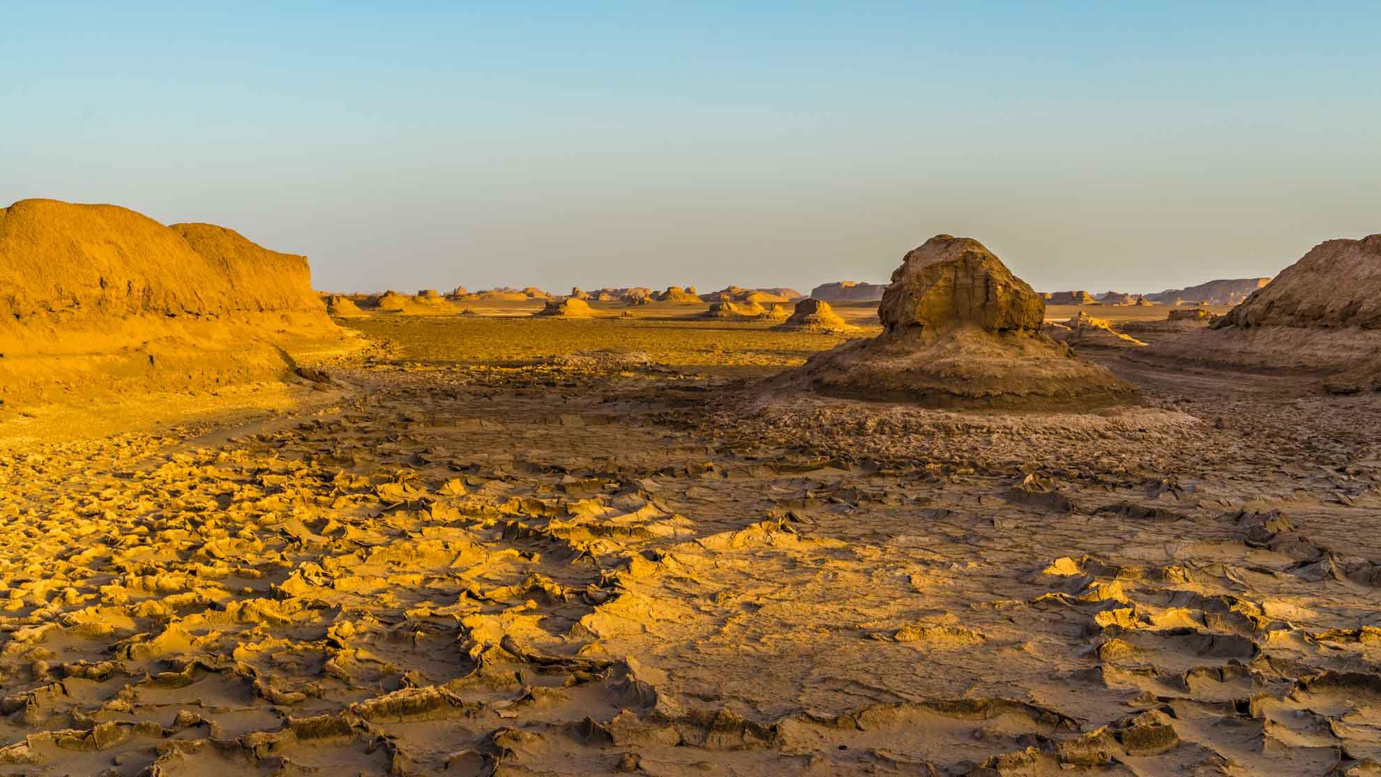 Kaluts desert landscape, kerman, iran, pescart, photo blog, travel blog, blog, photo travel blog, enrico pescantini, pescantini
