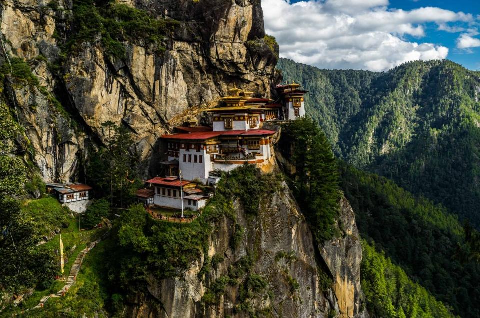 Bhutan – astonishing Tiger Nest monastery and the Thimphu Tshechu festival