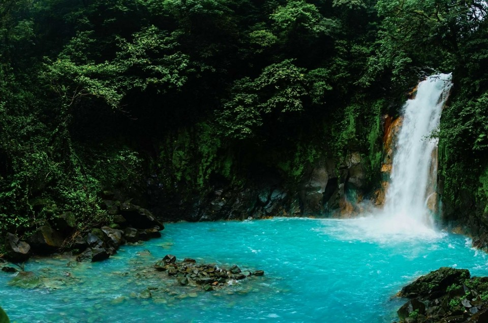 Costa Rica part 1: volcanos and magical blue waterfalls!