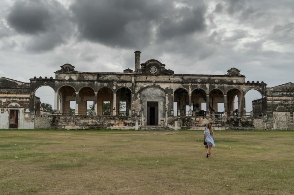Hacienda Yaxcopoil: spend the night in colonial rural estate of 17th century!
