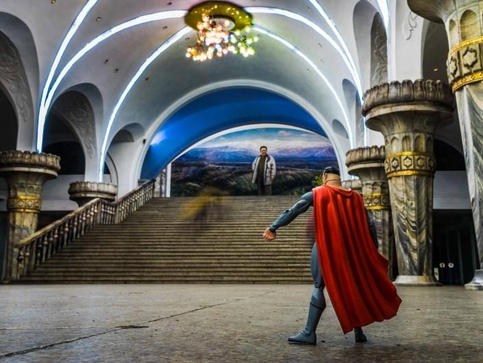 A Red Superhero in North Korea Enrico Pescantini Monumento di Mansu Hill Stazione della Metropolitana di Yŏnggwang superman in north korea