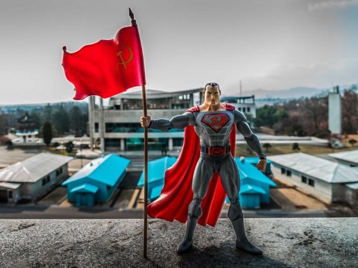 A Red Superhero in North Korea Enrico Pescantini DMZ 38° parallelo superman in north korea