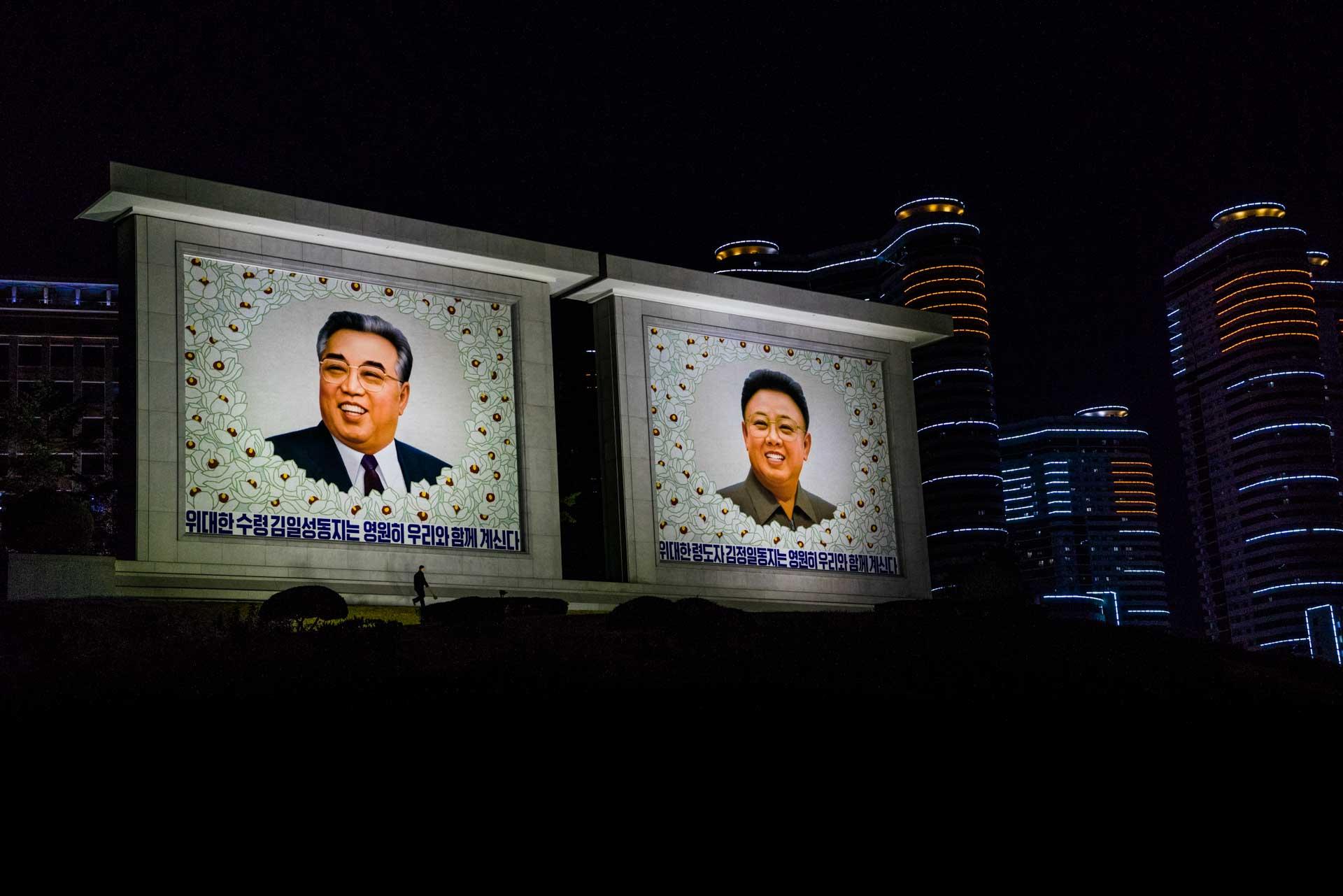 A Red Superhero in North Korea Enrico Pescantini kim paintings portrais