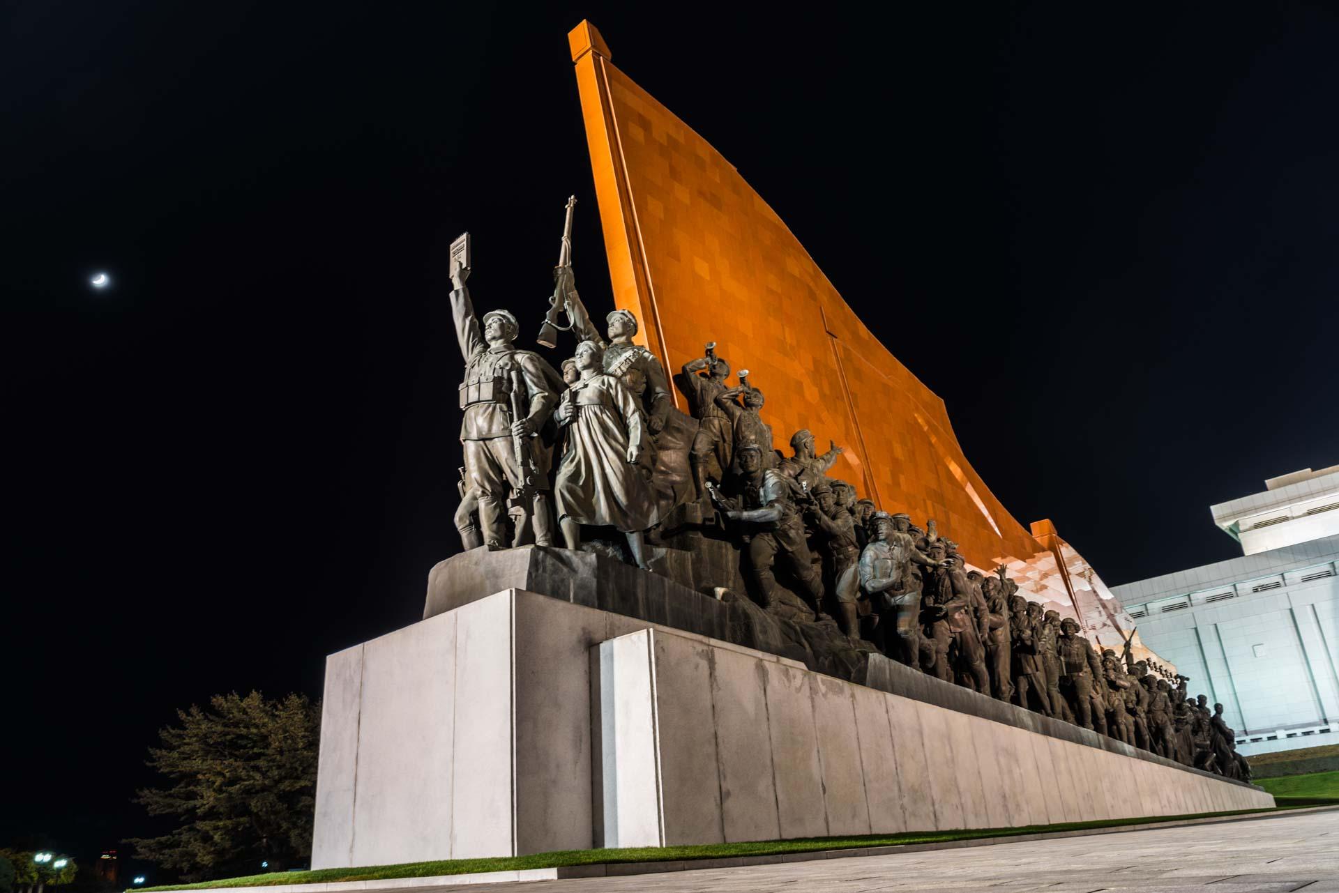 A Red Superhero in North Korea Enrico Pescantini mansu hill monument 2