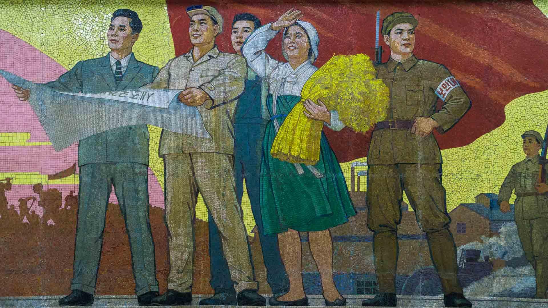 A Red Superhero in North Korea Enrico Pescantini pyongyang subway metro 5