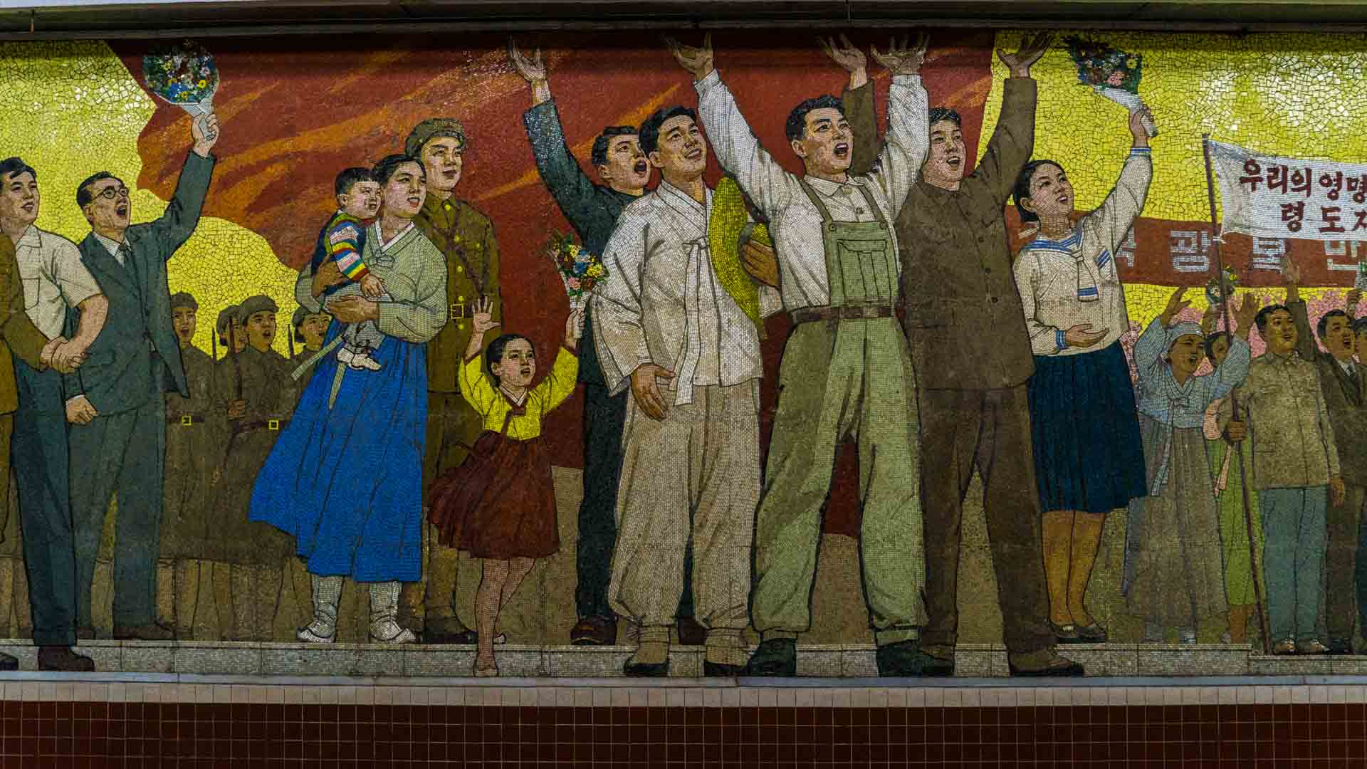 A Red Superhero in North Korea Enrico Pescantini pyongyang subway metro 6