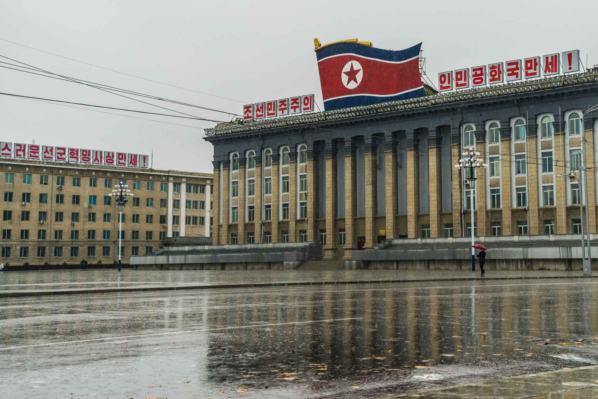 A Red Superhero in North Korea Enrico Pescantini pyongyang Kim Il-sung Square