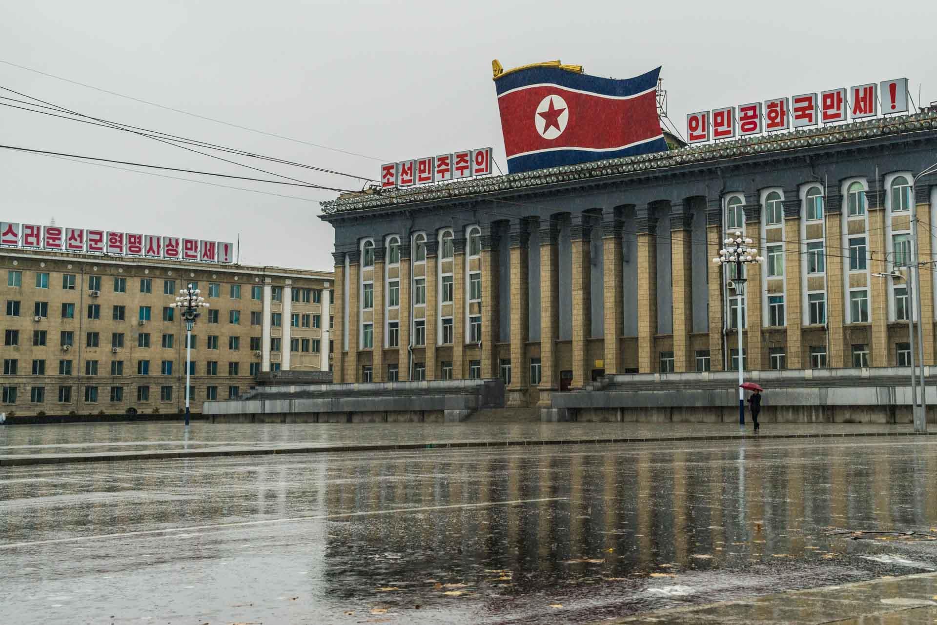 A Red Superhero in North Korea Enrico Pescantini pyongyang Kim Il-sung Square