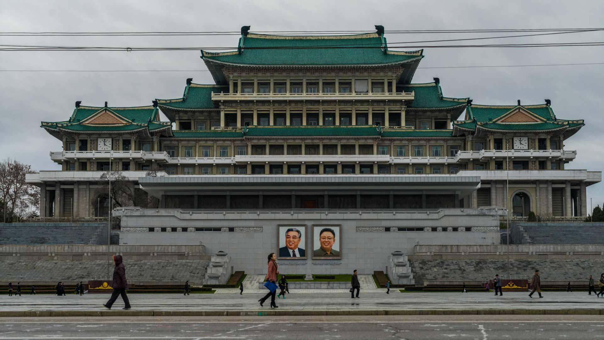 A Red Superhero in North Korea Enrico Pescantini pyongyang Grand People's Study House 2