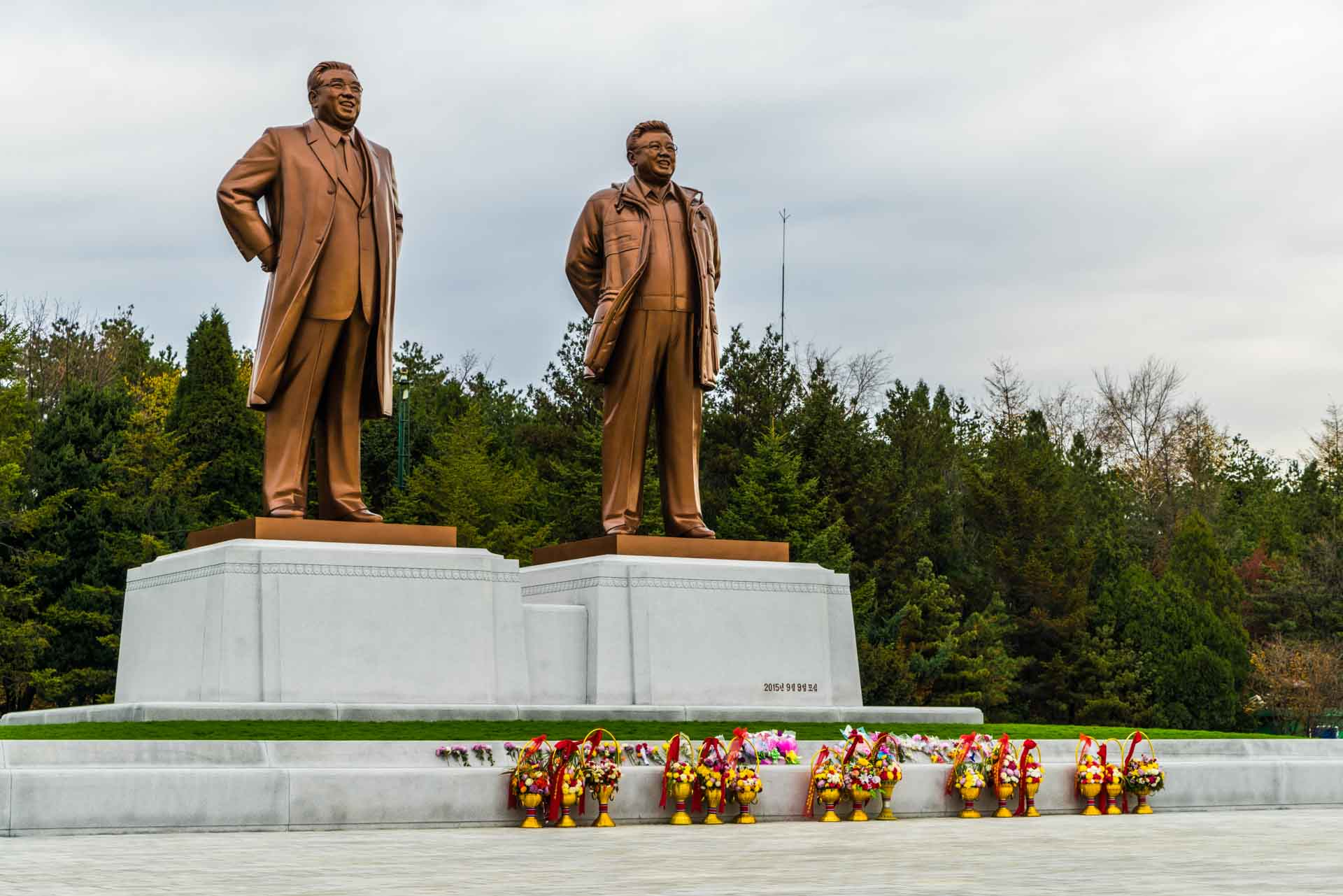 A Red Superhero in North Korea Enrico Pescantini kim monuments