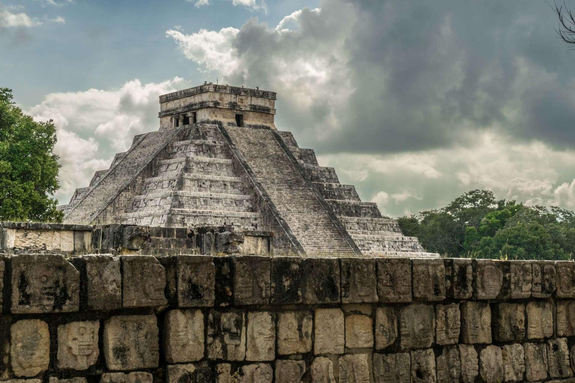 El Castillo Temple of Kukulcan Chichen Itza Yucatan Mexico 3