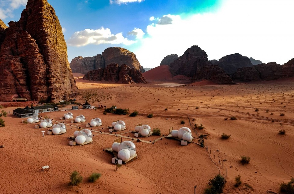 Wadi Rum desert: sleeping under a million stars