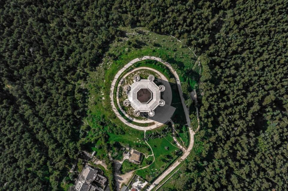 Best of Puglia: Polignano a Mare and Castel Del Monte