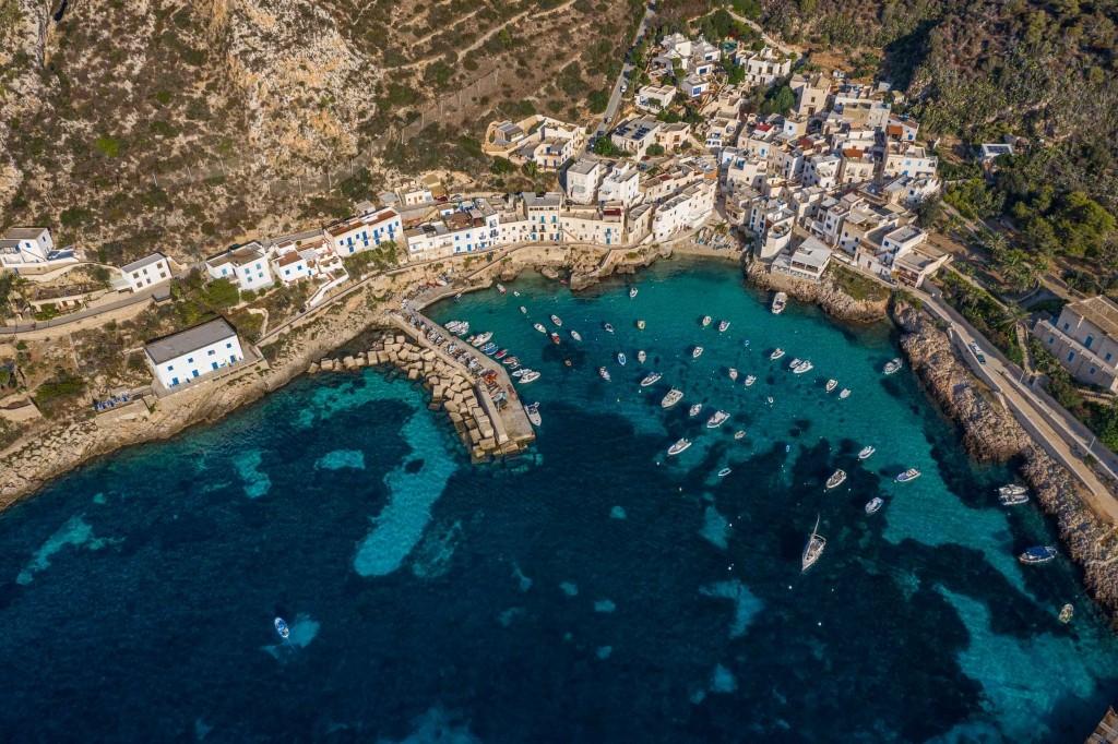 Levanzo panorama drone porto