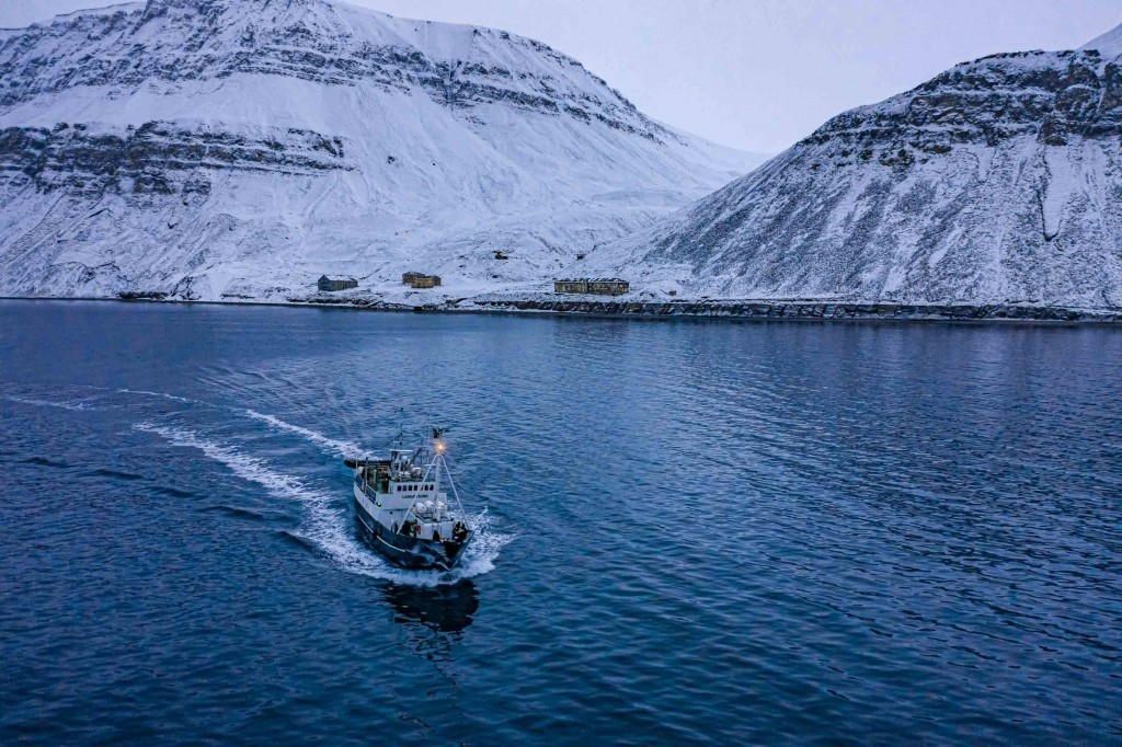 Northern light Cruise to Barentsburg svalbard