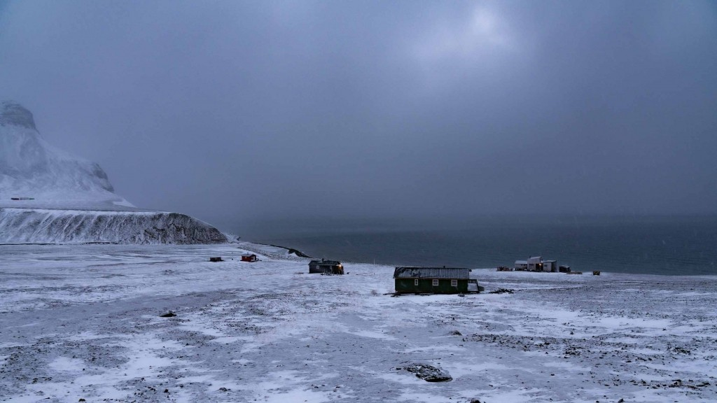 svalbard longyearbyen out of town