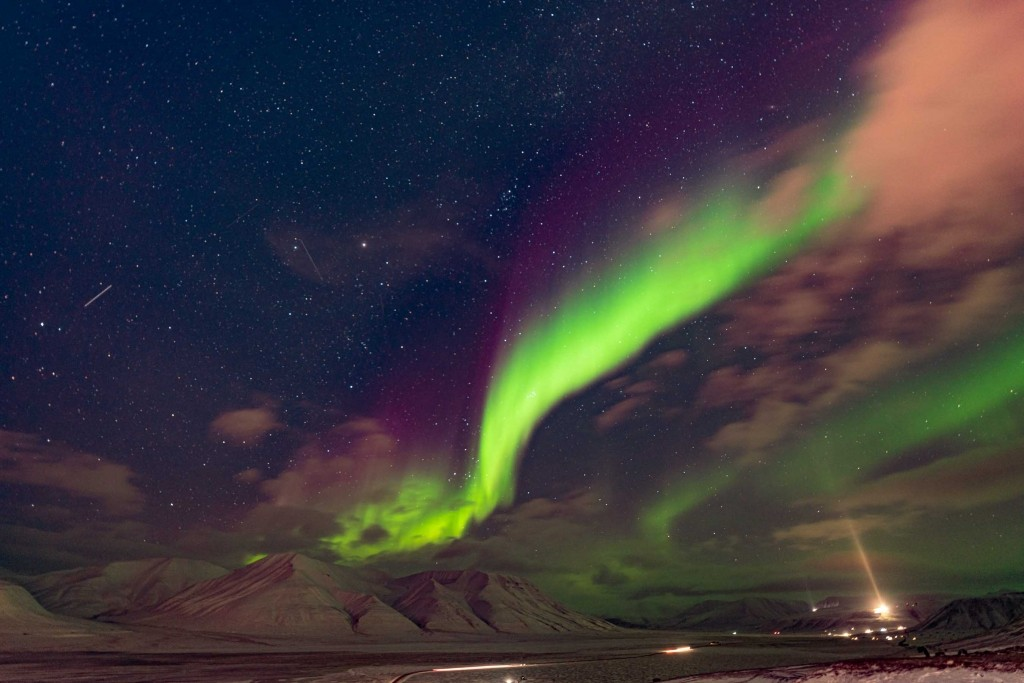 svalbard longyearbyen northern lights aurora borealis