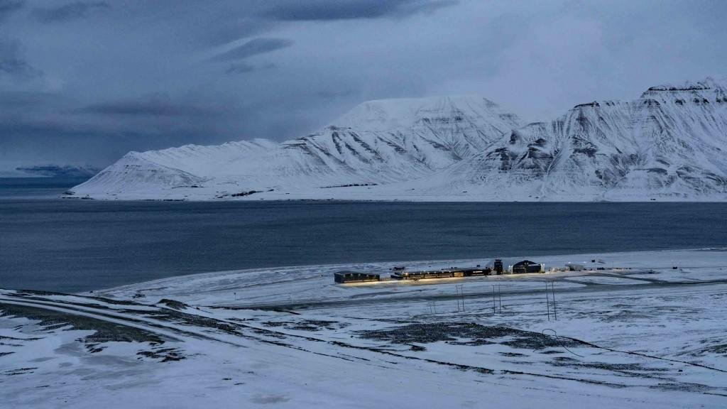 svalbard longyearbyen airport